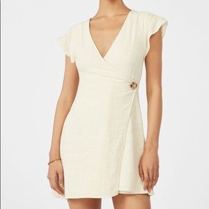 Linens wrap dress with button